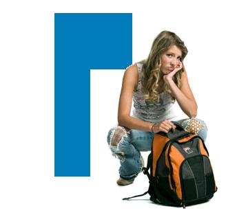 Foto de garota desanimada com mochila
